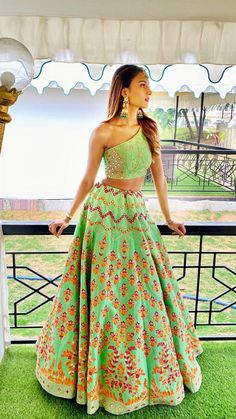 So happy that we got blessed with this gorgeous outfit before the end of 2019 💚✨🙌🏽 Erica looking absolutely incredible in it, such a pretty piece 👸🏽😍🤤💕 Outfit by Jewels by Indian Lehenga, Indian Gowns, Indian Attire, Indian Ethnic Wear, Green Lehenga, Indian Bridal Outfits, Indian Designer Outfits, Designer Dresses, Wedding Dress Mermaid Lace