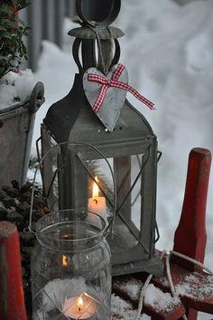 déco extérieure de Noël avec une lanterne