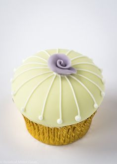 Daisy Cupcake by Rosalind Miller Cakes - London | decorated ...