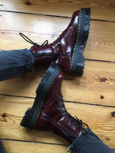Doc Martens - What are they and how do you wear them? Dr. Martens, Dr Martens Jadon, Red Doc Martens, Doc Martens Style, Doc Martens Boots, Vegan Doc Martens, Sock Shoes, Cute Shoes, Me Too Shoes