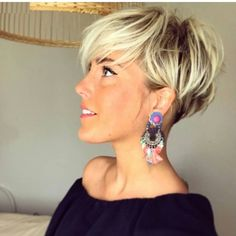 What is your favorite type of earrings to wear with your pixie cut??? @lavieduneblondie is model
