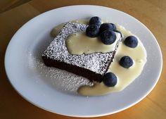 Ķiņķelējoties un smaidot...............: Šokolādes deserts ar vaniļas mērci...............