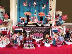 Cumpleaños de Monster High, una fiesta monstruosa - mesa dulce