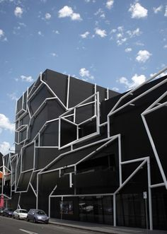 The MTC Theatre and Melbourne Recital Centre, Melbourne, Australia . exterior of iridescent painted steel pipes mounted on black aluminium cladding. Unusual Buildings, Interesting Buildings, Amazing Buildings, Modern Buildings, Architecture Unique, Facade Architecture, Theatre Architecture, Installation Architecture, Crazy Houses