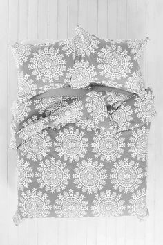 Plum & Bow Maya Medallion Duvet Cover - Urban Outfitters