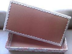 Caixa de MdM forrada com tecido e renda.