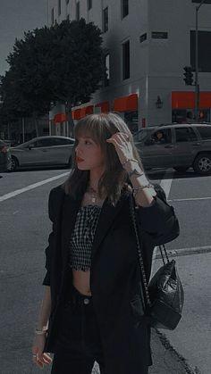 Queenpink 💖 [icons and wallpapers] Blackpink Fashion, Korean Fashion, Fashion Outfits, Fashion Tips, Lisa Bp, Jennie Blackpink, Tumbrl Girls, Mode Kpop, Lisa Blackpink Wallpaper