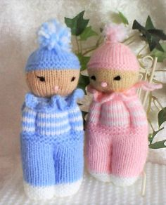 "PAIR of ""kids"", blue and pink DUO de ""gamins"", bleu et rose Knitted Doll Patterns, Knitted Dolls, Crochet Toys, Knitting Patterns, Crochet Patterns, Knitting For Charity, Double Knitting, Loom Knitting, Baby Knitting"
