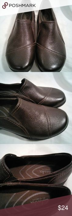 Women Clarks In Motion Brown Size 6 Slip On Shoes This is a nice pre owned Women's pair of Clark's In Motion Size 6m Shoes. They are made of a dark brown color leather with rubber soles. Lightly worn. Any questions please feel free to ask. Clark's Shoes Mules & Clogs