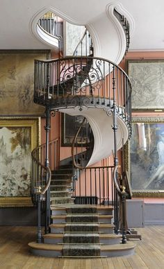 The glorious and elegant sweep of this full blown baroque staircase just blows me away.