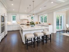 The gorgeous kitchen of Michael Strahan