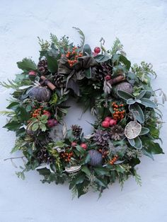 Come to my workshop at Christmas and make your own big fresh abundant wreath. This is definitely a time to make lovely things for your home. [gallery link=file Come to my workshop Christmas Door Wreaths, Christmas Flowers, Noel Christmas, Holiday Wreaths, Christmas Crafts, Holiday Decor, Winter Wreaths, Christmas Swags, Spring Wreaths