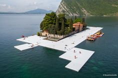 Christo, The Floating Piers, Lago d'Iseo, work in progress (foto Linoolmostudio)