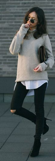 A last attempt to wear this Zara cream sweater before the warm season hits. Classic Outfits, Casual Outfits, Fashion Outfits, Women's Fashion, Casual Chic, Outfits Pantalon Negro, Look Jean, Inspiration Mode, Fashion Inspiration