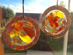 Autumn leaf suncatchers. Easy craft for toddlers and preschoolers to explore the changing season.