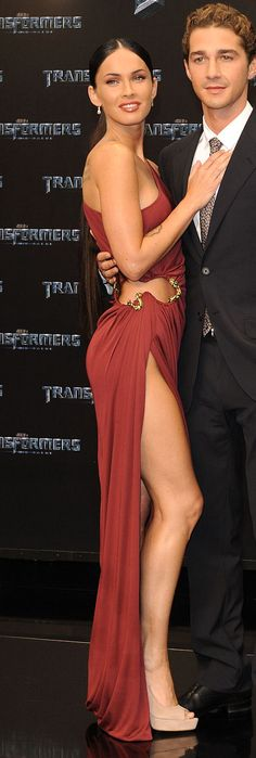 Costars Megan Fox and Shia LaBeouf at the Transformers premiere. Celebrity Red Carpet, Celebrity Look, Shia Labeouf Megan Fox, Megan Fox Face, Hollywood Actresses, Actors & Actresses, Gorgeous Women, Beautiful People, Megan Fox Style