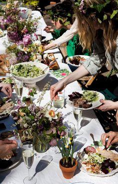 http://www.kinfolk.com/wp-content/uploads/2013/07/Kinfolk_Kinfolk-Dinner-Flower-Potluck_Web-58.jpg