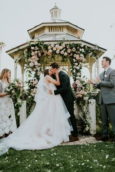 This California garden wedding at Cass House Cayucos is garden elegance| Image by Shelly Anderson