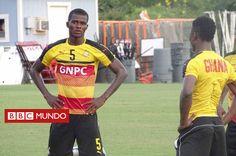 La inusual historia de Samuel Sarfo, el policía que cuidaba a la selección de fútbol de Ghana y que terminó... - http://www.bbc.com/mundo/deportes-40493969