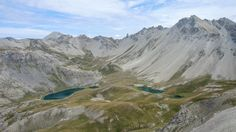 Les Lacs de l'Ascension. Guillestrois. Au départ du Lauzet, au-dessus de La Roche-de-Rame. Vue depuis la Tête du Peyron.