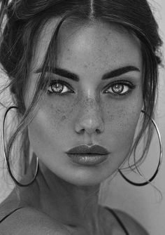 Beautiful women make eyebrows of the idea of ​​freckles Schöne Frauen bilden Augenbrauen der Idee Sommersprosse schnitt schönes blaues… Beautiful women make eyebrows of the idea freckle cut beautiful blue … – Geralyn decoration – - Pretty Eyes, Cool Eyes, Beautiful Eyes, Pretty Girl Face, Beauty Photography, Portrait Photography, Street Photography, Landscape Photography, Fashion Photography
