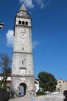Die kleine Stadt Pazin im Landesinneren ist das verwaltungstechnische Zentrum Istriens. Sie liegt ziemlich mittig auf der keilförmigen Halbinsel und ist von Porec aus in einer knappen Stunde zu erreichen. Zu Habsburger Zeiten lautete der … … Weiterlesen →