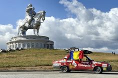 Dacia 1310 a ajuns acasă la GInghis Han /  Dacia 1310 and Genghis Khan statue at Tsonjin Boldog
