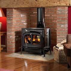 Vermont Castings Encore Two-in-One Woodburning Stove Plywood Furniture, Modern Furniture, Furniture Design, Vermont Castings Wood Stove, Wood Burning Insert, Cast Iron Stove, Stove Fireplace, Fireplace Ideas, Modern