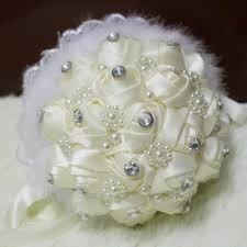 Resultado de imagem para flores em fitas de cetim como fazer