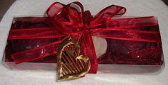 Set regalo rosso carminio per le donne con lusso profumati saponi & una collana di gioielli fatti a mano oro-rossa: ideale per San Valentino, festa, compleanno, mamma
