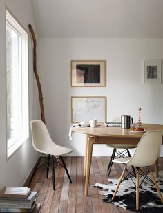 Merveilleux Eames® Molded Plastic Dowel Leg Side Chair (DSW)