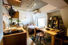 煉瓦、ホワイト、コンクリート、その組み合わせが心地のよい「Brick」空間。 淡いブラウンのブリックタイルはスタイリッシュ且つ柔らかい印象に、 さらに特徴的な斜めの梁は、屋根裏部屋のようなトキメキも詰まっています。 こだわりをきゅっと詰め込んだ「Brick」で 自分らしいライフスタイルを表現してみてはいかがでしょうか? Japan Interior, Room Interior, Interior Design, Home Living Room, Living Spaces, Home Office Design, House Design, Japanese House, Cool Rooms