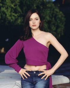 Rose McGowan as Paige Matthews Halliwell, in Charmed TV Series : 48 high-res pictures Enjoy Rose McGowan as Paige Matthews - Halliwell in Charmed : Paige Charmed, Serie Charmed, Charmed Tv Show, Charmed Sisters, Holly Marie Combs, Rose Mcgowan, Alyssa Milano, Girls Rules, Celebrity Look