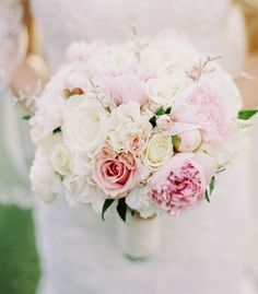 Wedding bouquet idea; Featured Photographer: Mariel Hannah Photography