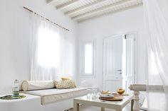 Gorgeously fresh and welcoming Agnandi Suites in Mykonos Danish House, Dutch House, Modern Interior, Interior Styling, Interior Design, Mykonos Villas, Mykonos Greece, Greek Decor, Summer Deco