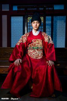 Myungsoo is too handsome I have no words left to describe him Korean Traditional, Traditional Dresses, Korean Men, Korean Actors, Kdrama, Kim Myungsoo, Song Joon Ki, Kim Sung Kyu, Jung Hyun