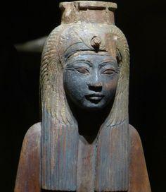 https://flic.kr/p/cyXZrq | Historisches Museum der Pfalz Speyer | Leihgabe aus dem Museum Turin  Statuette der Ahmes Nefertari mit Geierhaube  Neues Reich, 18 - 20. Dyn. Holz, bemalt