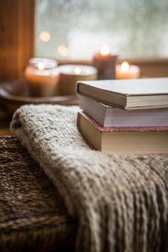 Alive Magazine, Romantic Images, Cozy Corner, Hygge, Warm And Cozy, Furniture, Home Decor, Books, Mourning Dove