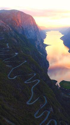 World Most Beautiful Place, Amazing Places On Earth, Beautiful Places To Travel, Beautiful Photos Of Nature, Amazing Nature, Waterfall Scenery, Virtual Travel, Nature Gif, Destination Voyage