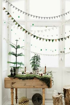 32 Popular Minimalist Christmas Home Decor Ideas - Christmas decorations will transform your home into a Christmas wonderland if done properly. And you don't need to spend a fortune. Minimalist Christmas Decor, Scandinavian Christmas Decorations, Scandi Christmas, Modern Christmas Decor, Minimalist Decor, Simple Christmas, Christmas Home, Christmas Trees, Christmas Holidays