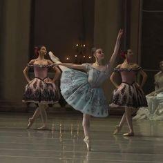 Ballet Gif, Ballet Dance Videos, Dance Choreography Videos, Ballet Class, Ballet Dancers, Ballet Dance Photography, Ballet Performances, Dance Poses, Ballet Beautiful