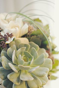 Photography: Sarah Vaughan Photography - sarahvaughanphotography.com Wedding Coordination: Lynn Fletcher Weddings - lynnfletcherweddings.com Floral Design: Blue Hydrangea - bluehydrangea.ca   Read More on SMP: http://stylemepretty.com/vault/gallery/7383