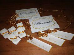 Kit casamento:  2 placas cadeiras dos noivos  3 plaquinhas mesa  15 lágrimas de alegria com renda e tag com laço de cetim R$ 90,00