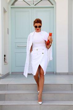 Two For Tango   ramonfilip-blog Gucci Gold Bracelet, Pearl Bracelet, Skirt Fashion, Fashion Outfits, White Outfits, White Style, White Fashion, Style Icons, Casual Wear