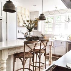 Leaving you with this beautiful kitchen from a beautiful soul. @jesswasserman Jess's feed is filled with life, laughter and beautiful design. 💕 #onetofollow