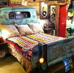 Love this bed. I could use just the tailgate for a headboard.