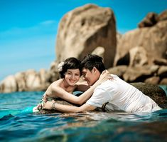 5 Stunning Beach Wedding Photography Poses for Newly Weds