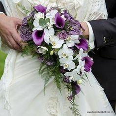 Prachtige paarse Vanda en Calla  Druppel bruidsboeket op draad techniek. door Bruidsboeketenzo.nl