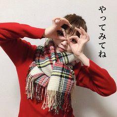 簡単!可愛い!マフラーの巻き方レッスン②(交互に穴に通すだけ編) LIMIA (リミア) Scarf Styles, Plaid Scarf, Stylish, Winter, Womens Fashion, How To Wear, Outfits, Knowledge, Fashion Styles