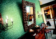 Wallpapers: Advice and 20 Photo Illustrations - Decor Around The World Silk Plaster, Plaster Walls, Small Living Rooms, Living Room Designs, Living Room Decor, Classic Wallpaper, Candle Sconces, Fresco, Oversized Mirror